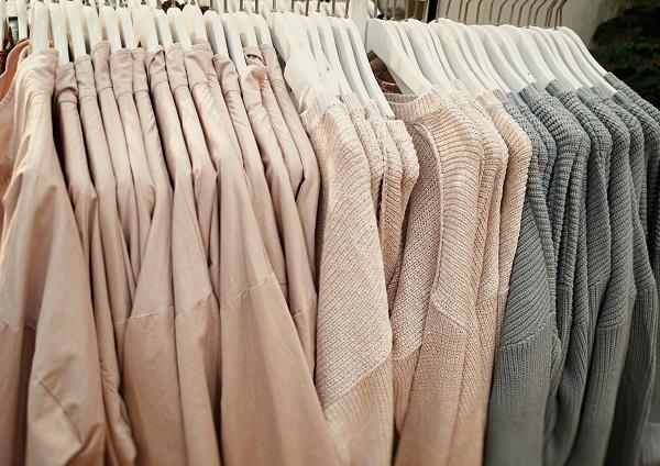 o garderobă organizată