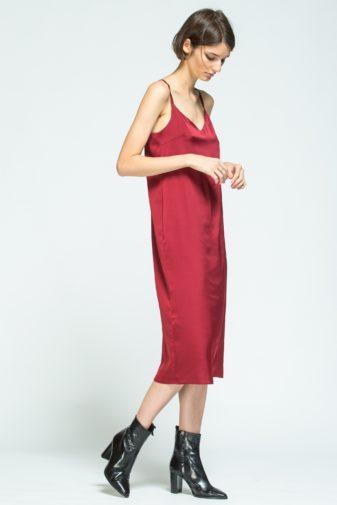 rochie midi satinată vișinie cu bretele subțiri marca grass