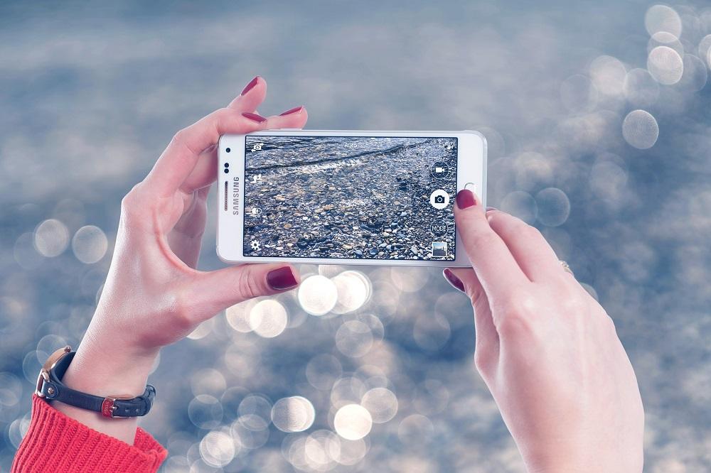 Cum să îți protejezi telefonul - accesoriul de nelipsit al oricărei fashioniste?