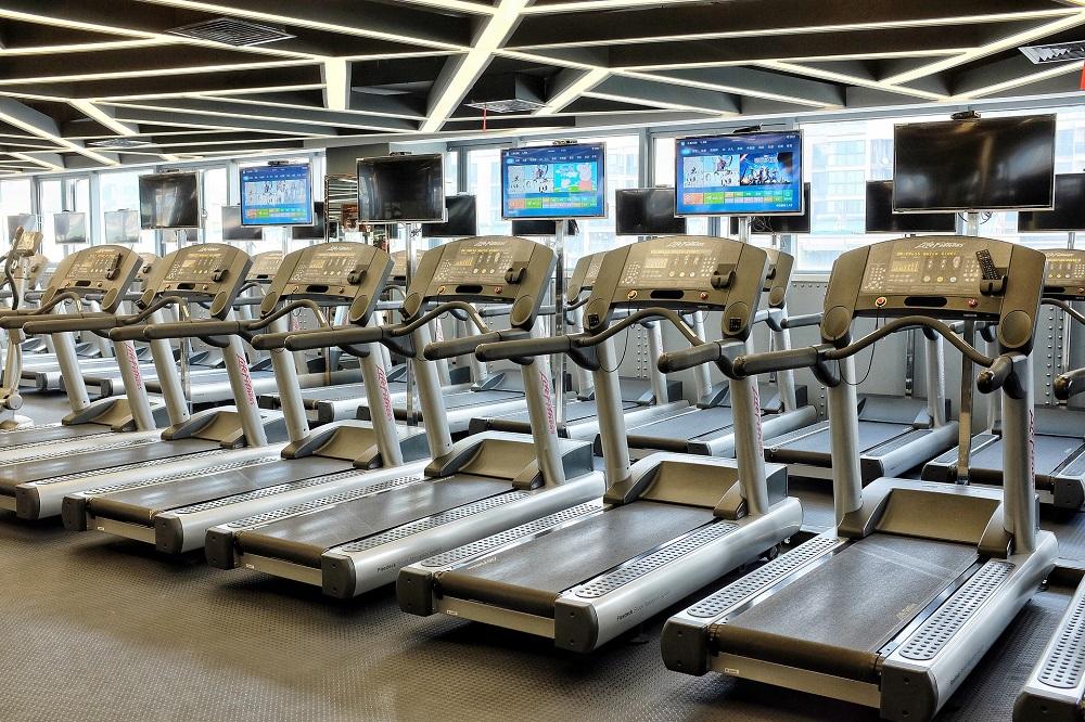 Ce avantaje ai dacă folosești o bandă de alergat când te antrenezi?