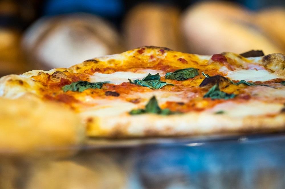 """Despre """"mâncarea la colț de stradă"""" din Roma. Ce să mânănci când ajungi în Italia?"""